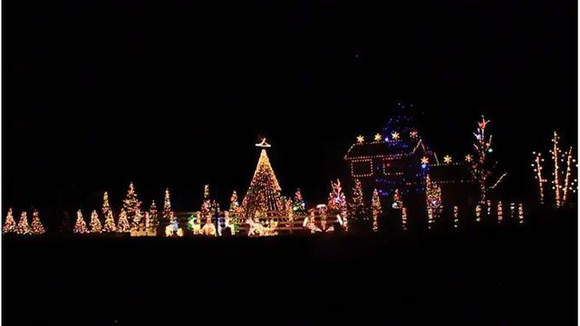 video salida couple decorates home for annual christmas musical light show